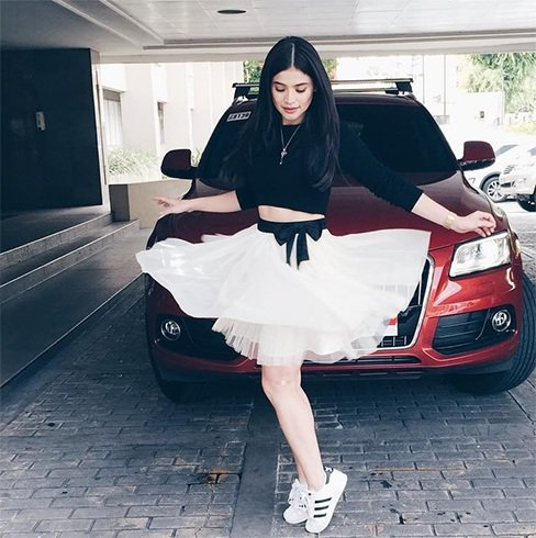 Celebrities Flaunting The White Sneakers Trend Best